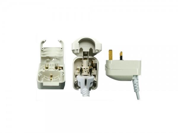 Stromadapter England UK, Stecker auf Schutzkontakt-Buchse, weiß